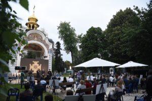 На території Свято-Михайлівського Золотоверхого монастиря відбувся показ документального фільму «А що таке любов»